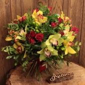 Букет с орхидеями макси